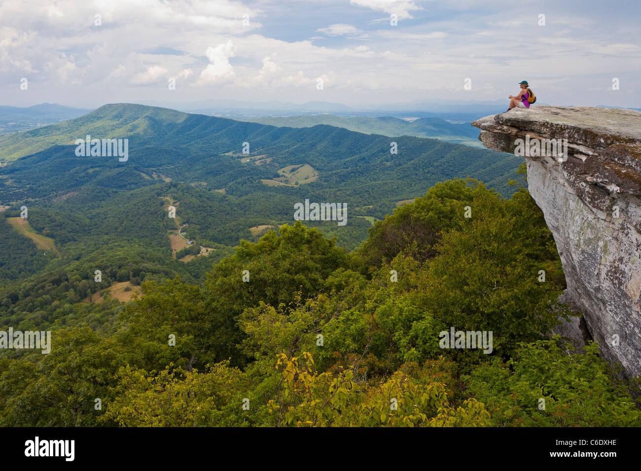 APPALACHIAN TRAIL, VIRGINIA, USA - Woman hiker at McAfee Knob on Catawba Mountain, near city of Roanoke. - Stock Image