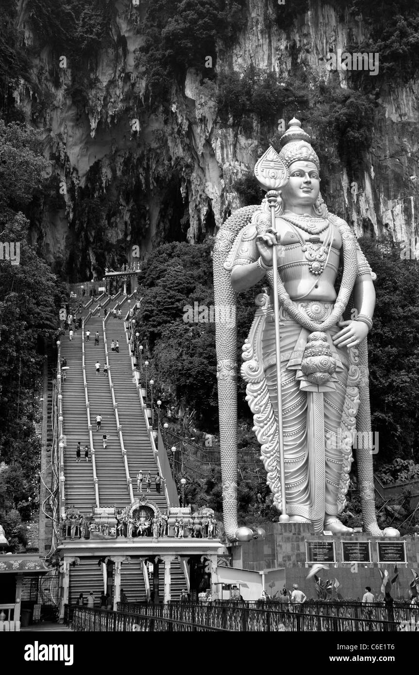 statue of the god Murugan at the forecourt of the Batu Caves, limestone caves near Kuala Lumpur, Malaysia - Stock Image