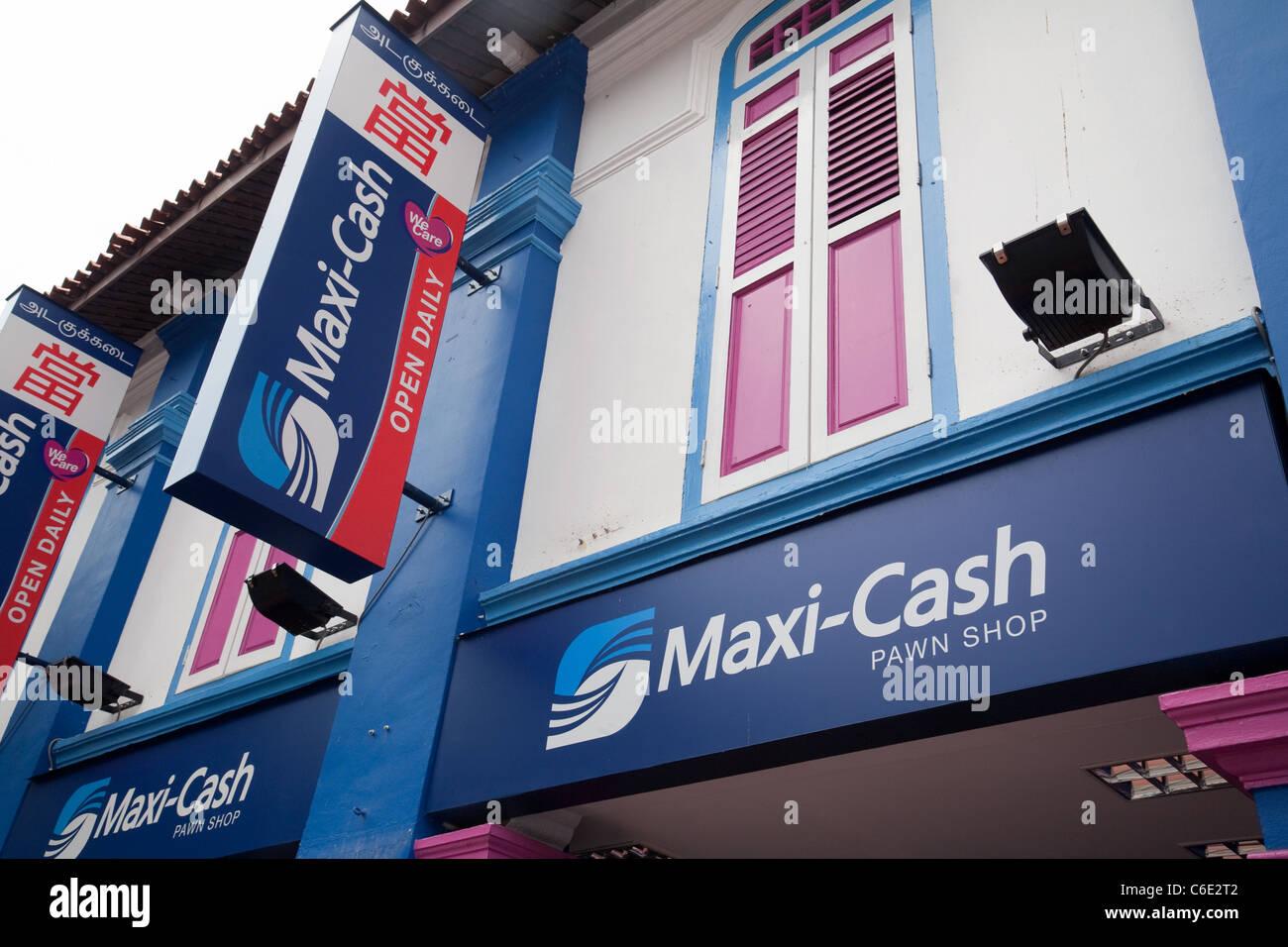 A Maxi-cash pawn shop, Little India, Singapore Asia - Stock Image