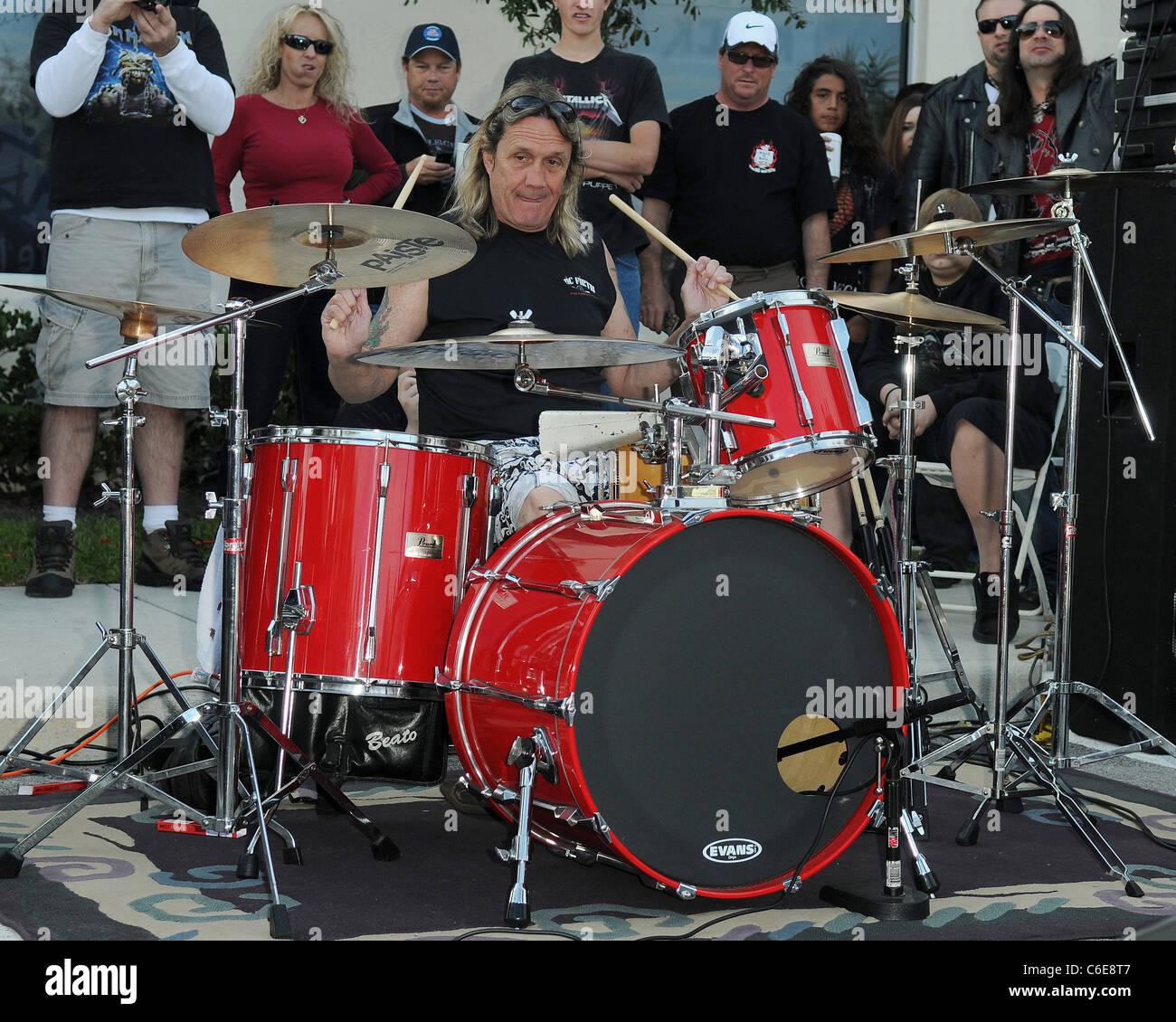 iron maiden drummer stock photos amp iron maiden drummer