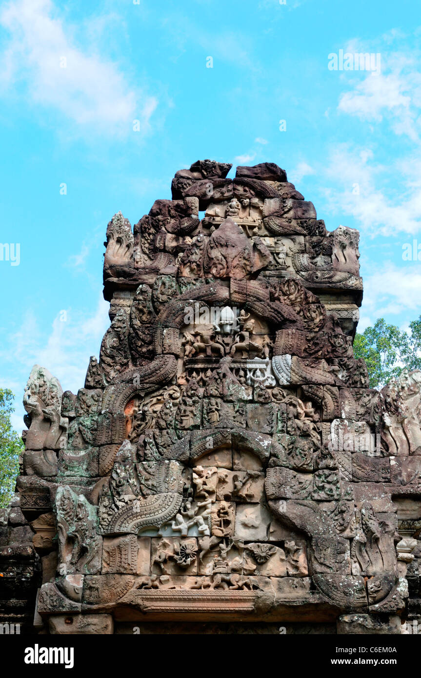 thommanom pediment intricate carved doorway decoration temple complex ruins ruined cambodia - Stock Image