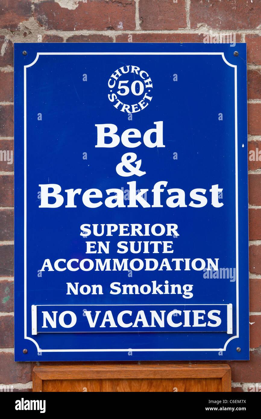 bed and breakfast no vacancies sign - Stock Image