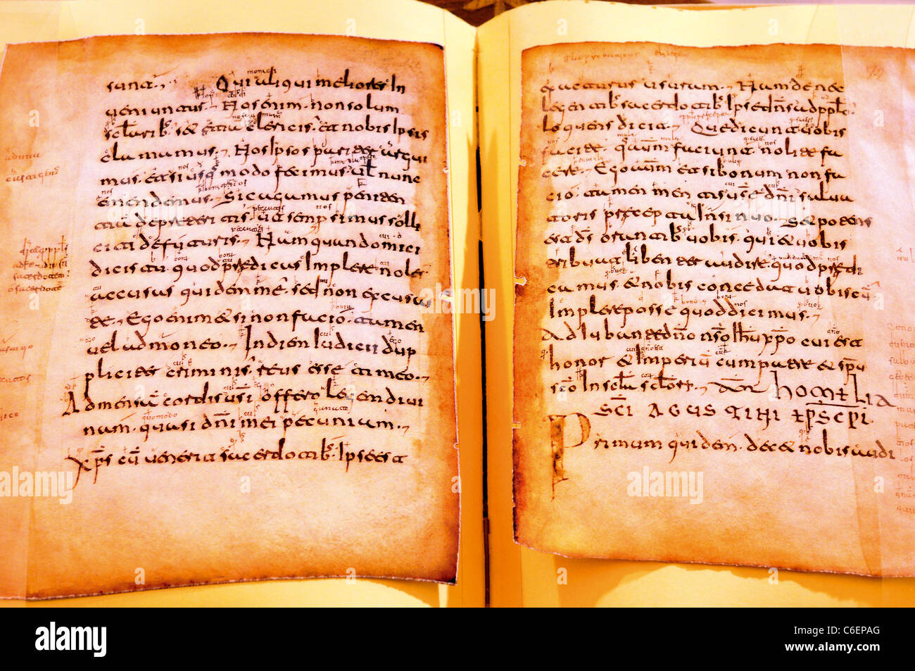Spain, La Rioja: Medieval codex book in the library museum of Monastery of Yuso - Stock Image