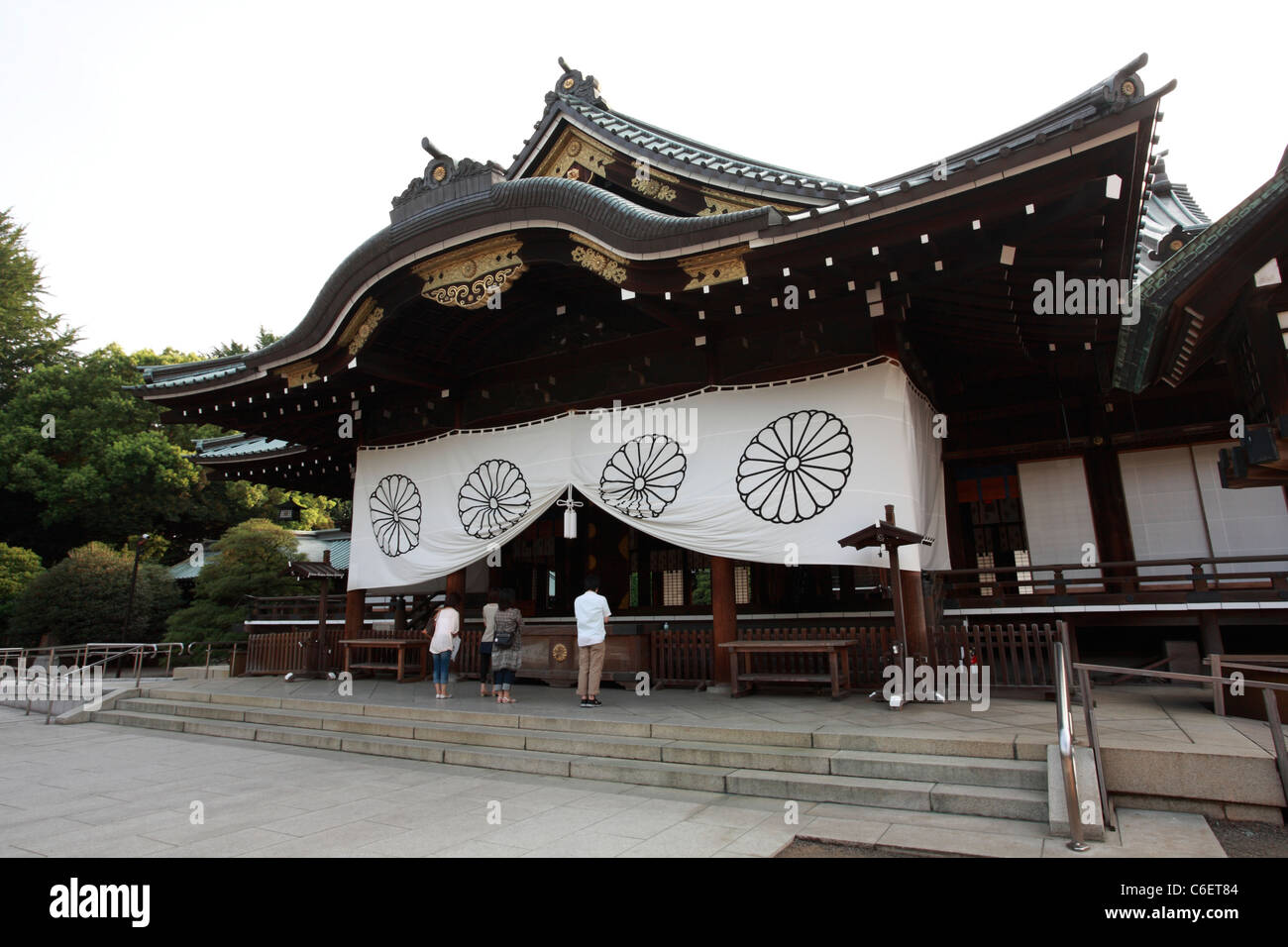 TOKYO - AUGUST 18: The Haiden (Main Hall) of Yasukuni Shrine on August 18, 2011 in Chiyoda, Tokyo, Japan. - Stock Image