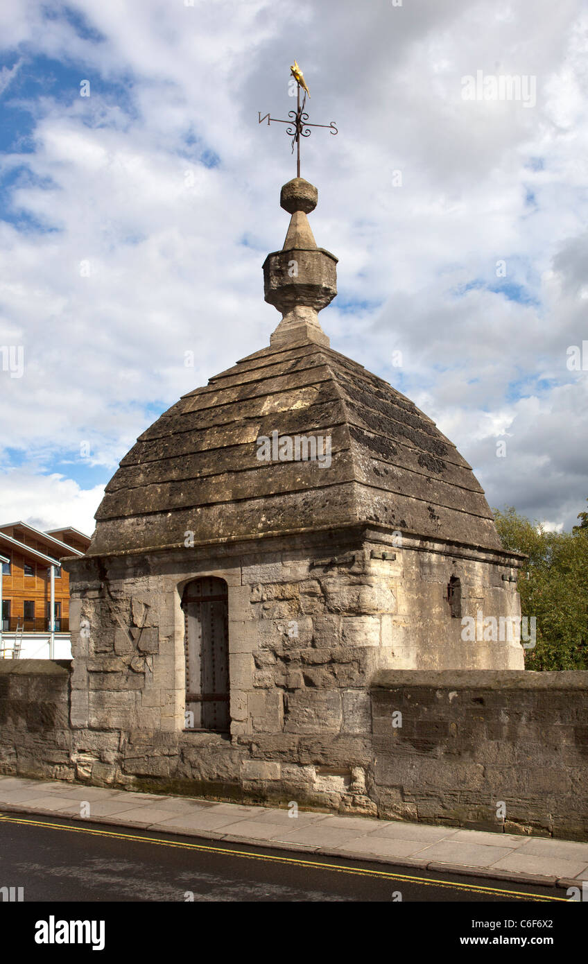 The Old Lock Up or Blind House on the Town Bridge at Bradford on Avon - Stock Image