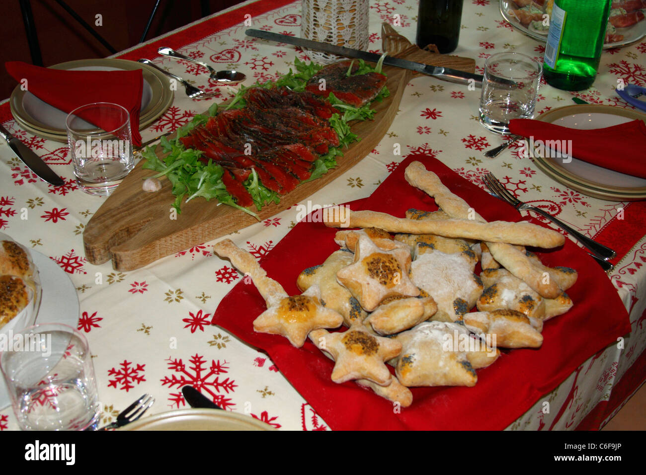 Table ready for Christmas lunch - Stock Image