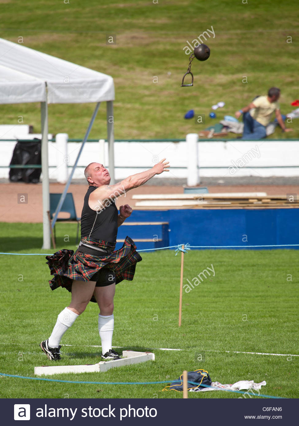 'Heavy' athlete competing in the hammer throw in the Heavy Events at the Cowal Highland Gathering 2011 Stock Photo
