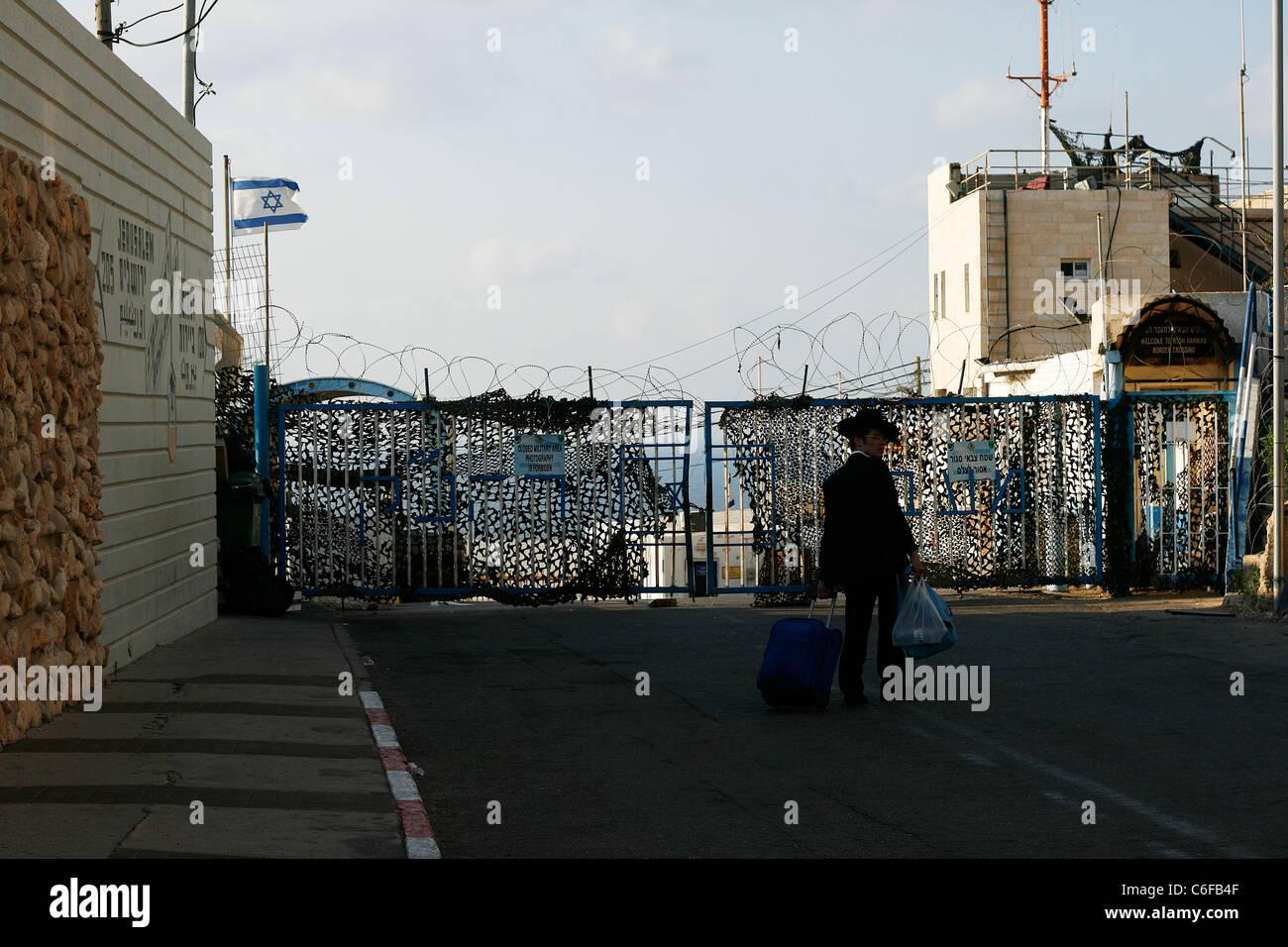 A Jewish Orthodox at the crossing point on the Israeli-Lebanese border, Rosh HaNikra, Israel. - Stock Image