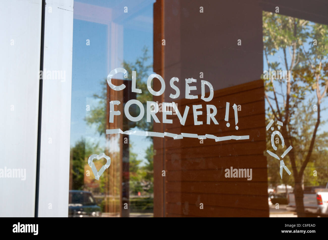 Borders Bookstore Closing Sign On Front Door Gainesville Florida