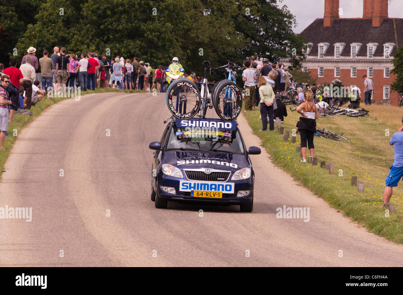 The Shimano support vehicle sweeps through Richmond Park before competitors in the London Surrey Classic Cycle Race - Stock Image