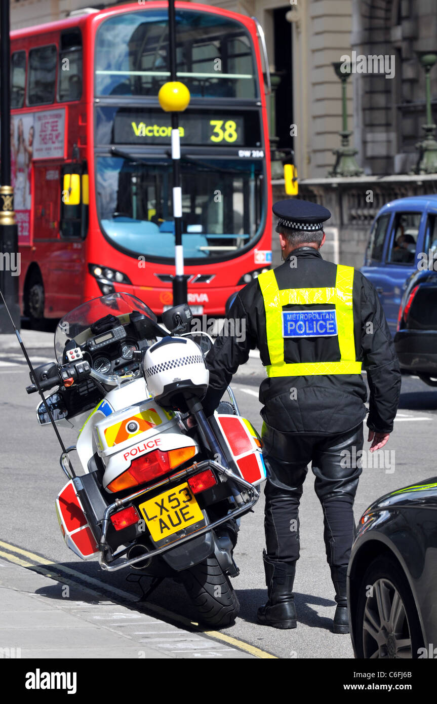 Police officer and motorcycle, Westminster, London, Britain, UK - Stock Image