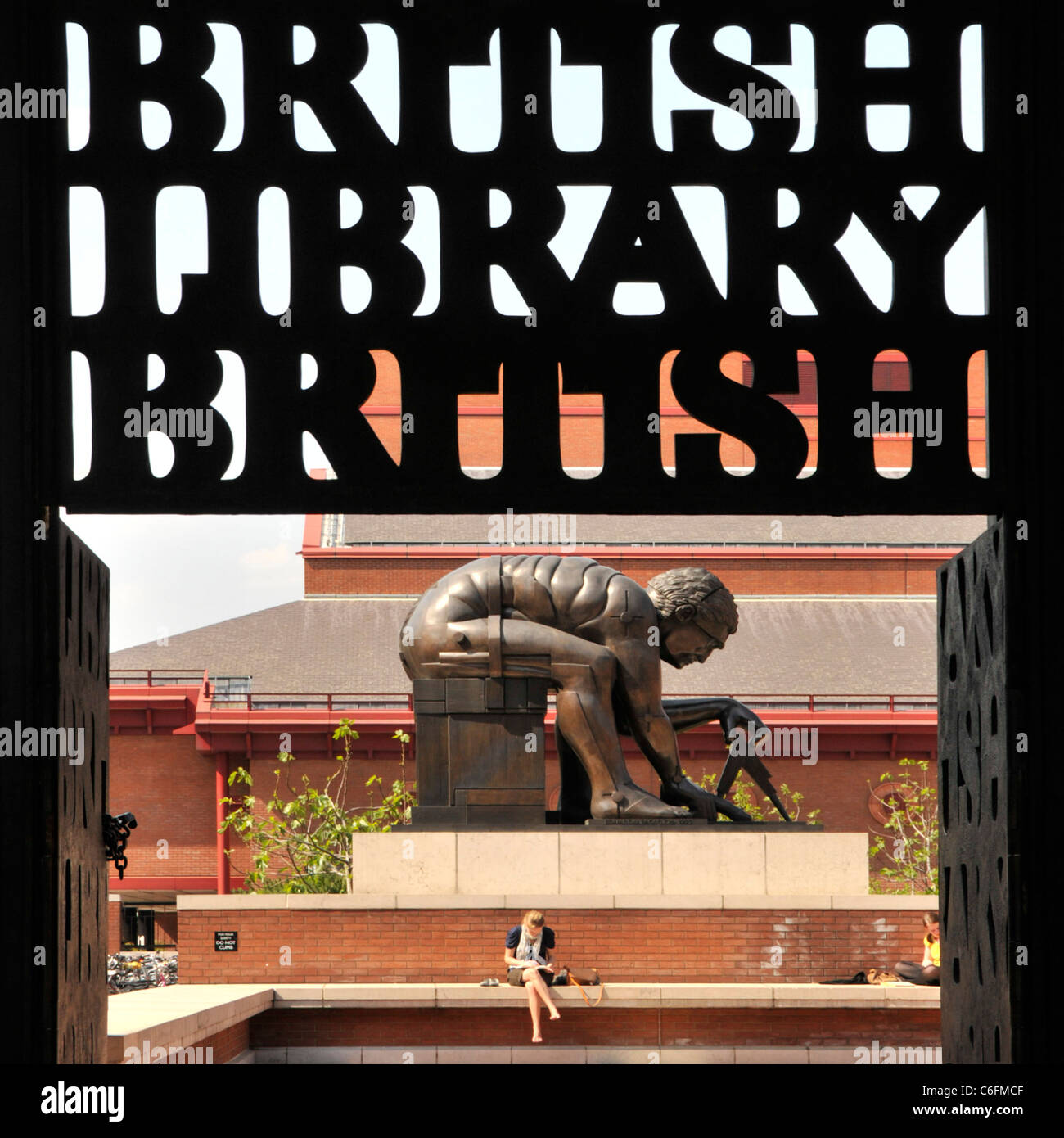 Bronze statue of Sir Isaac Newton by Eduardo Paolozzi at the British Library sign silinhoutte St Pancras Camden - Stock Image