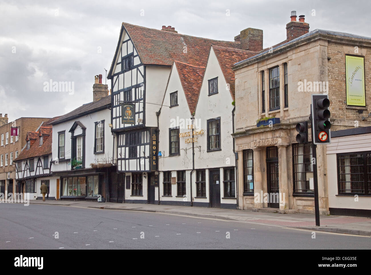The Kings Head Hotel and Historical Buildings in St John's Road, Salisbury, Wiltshire, England - Stock Image