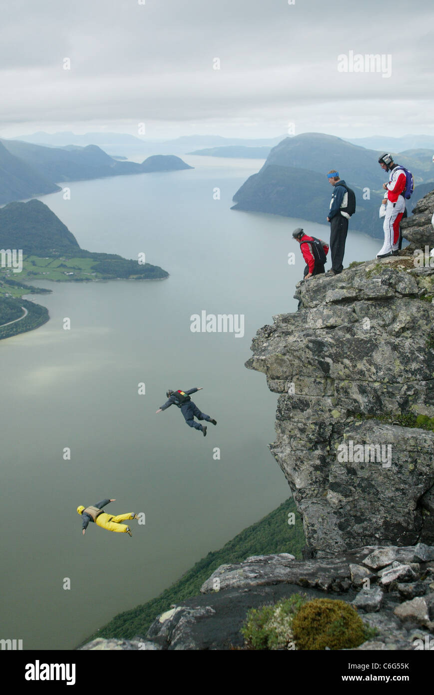 Base Jumpers Base Hopping from the summit of Gridsetskolten mountain in Romsdal, Norway. Photo:Jeff Gilbert - Stock Image