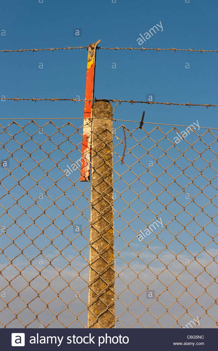 Barbed Wire Fence England - Stock Image