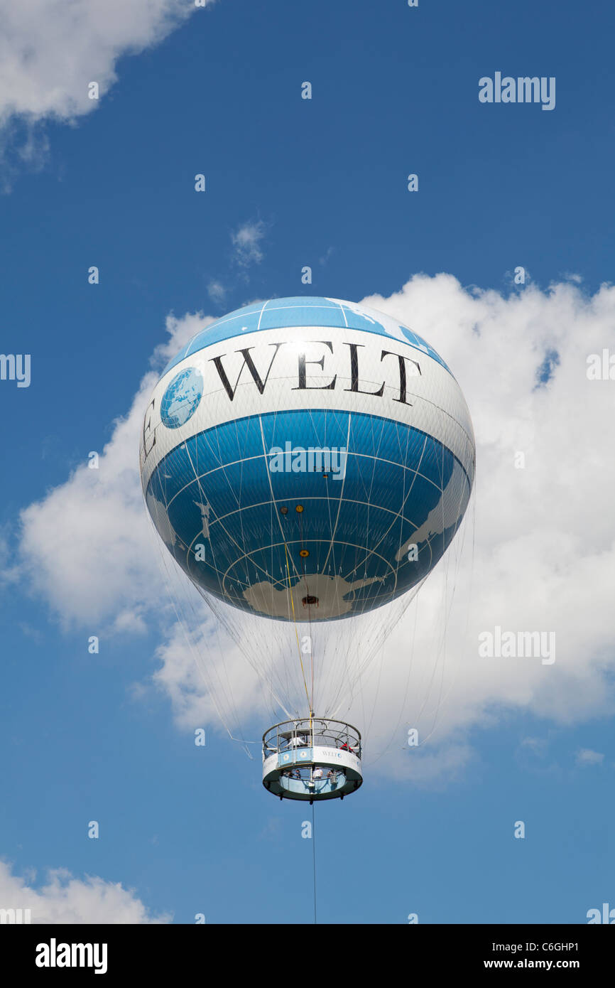 Die Welt air balloon advertisement over Berlin, Germany - Stock Image