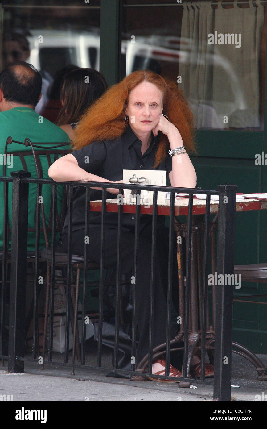 Creative Director for U.S. Vogue Grace Coddington out for lunch in Manhattan New York City, USA - 21.05.10 Anthony - Stock Image