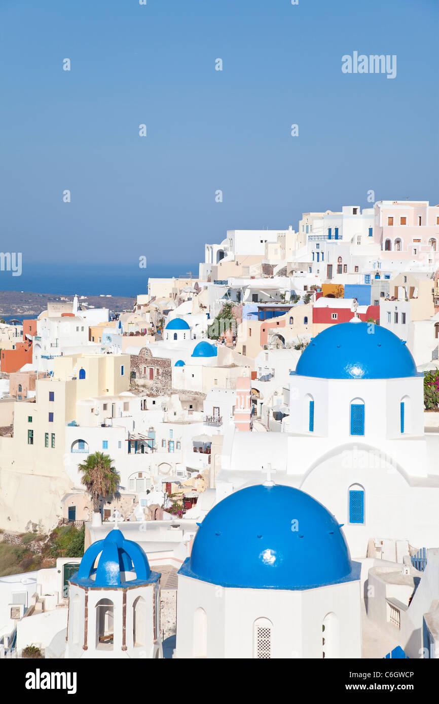 Blue domed churches in the village of Oia (La), Santorini (Thira), Cyclades Islands, Aegean Sea, Greece, Europe - Stock Image