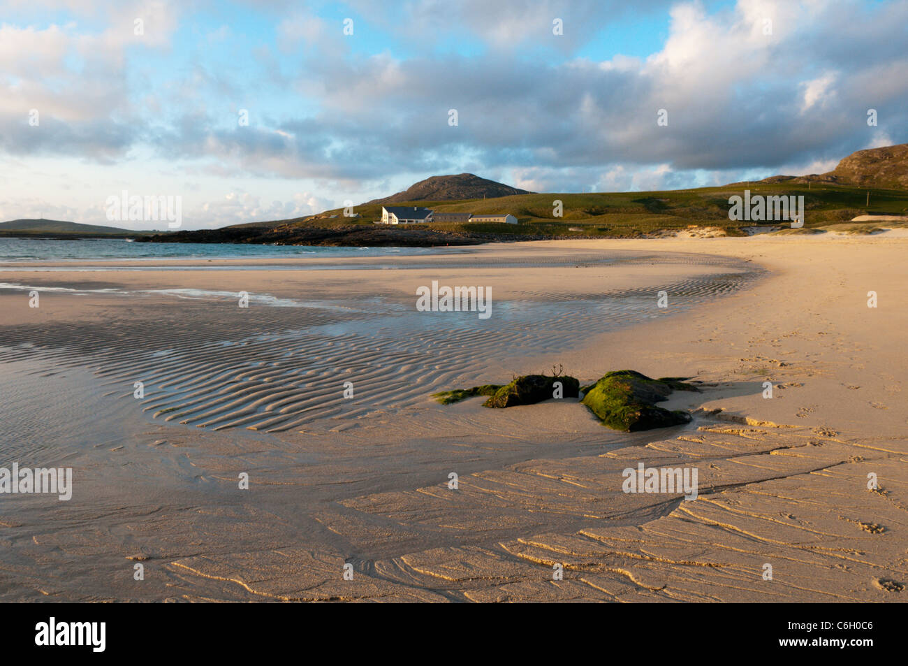 The Barra Beach Hotel on Bàgh Halaman on the island of Barra in the Outer Hebrides. - Stock Image