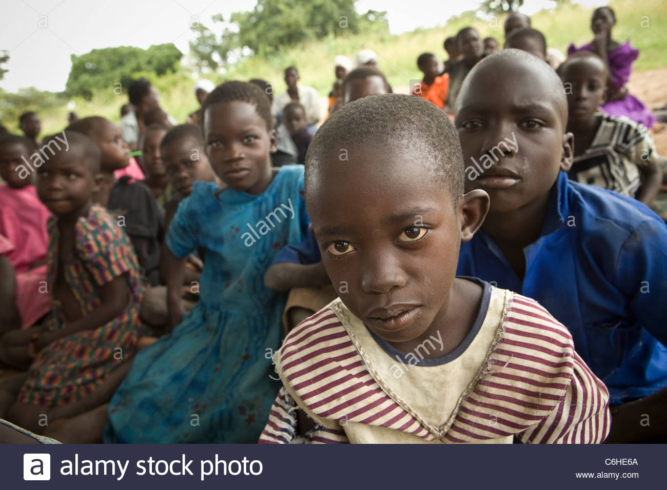 Group of children at an outdoor school at a refugee camp - Stock Image