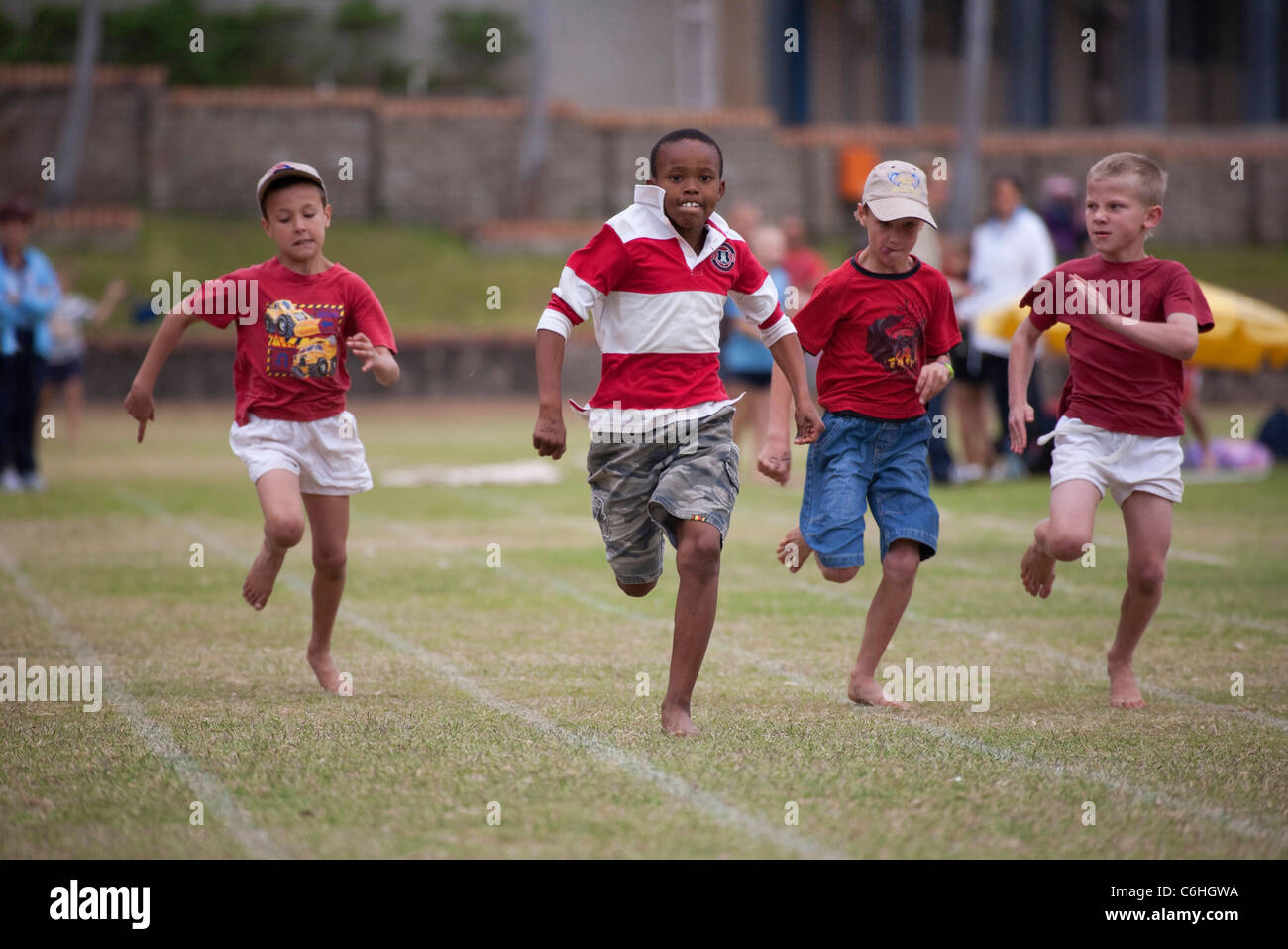 Primary school children running in inter-house athletics race - Stock Image