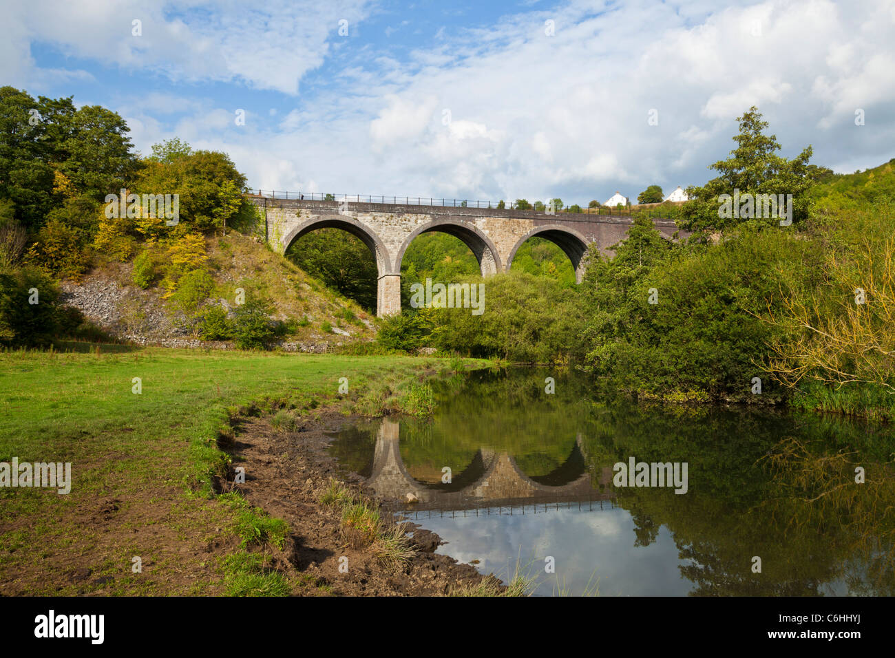 monsal head headstone viaduct a disused railway viaduct over the river wye derbyshire peak district national park - Stock Image