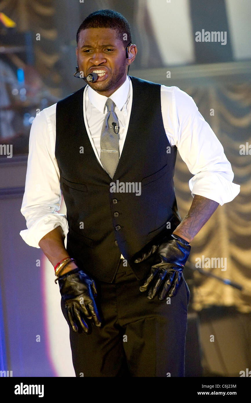 Usher Performing Live On Abc S Good Morning America In Support Of Stock Photo Alamy