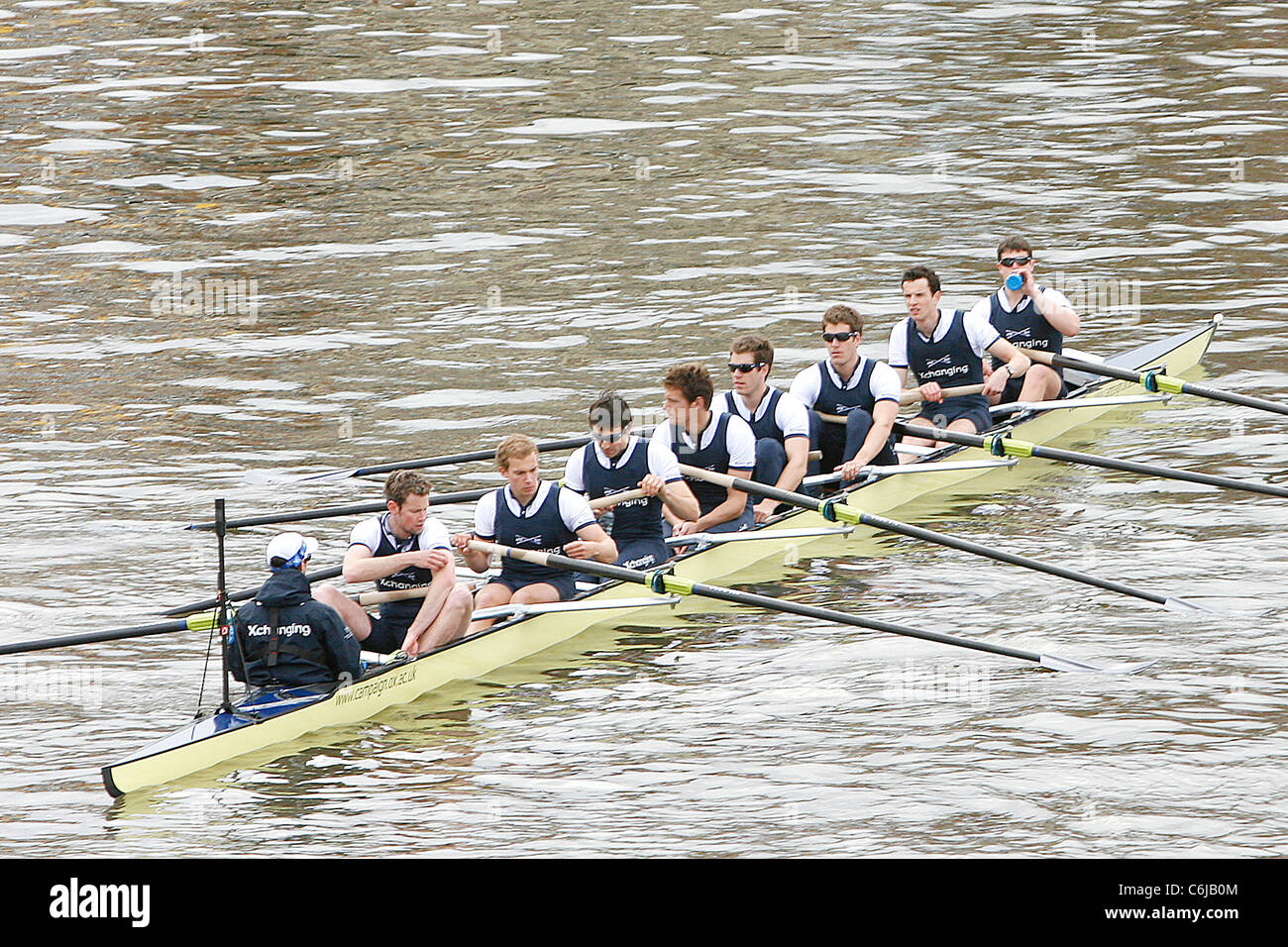 The Oxford boat team, who lost to the Cambridge team, at The 156th Oxford vs Cambridge boat race on River Thames - Stock Image