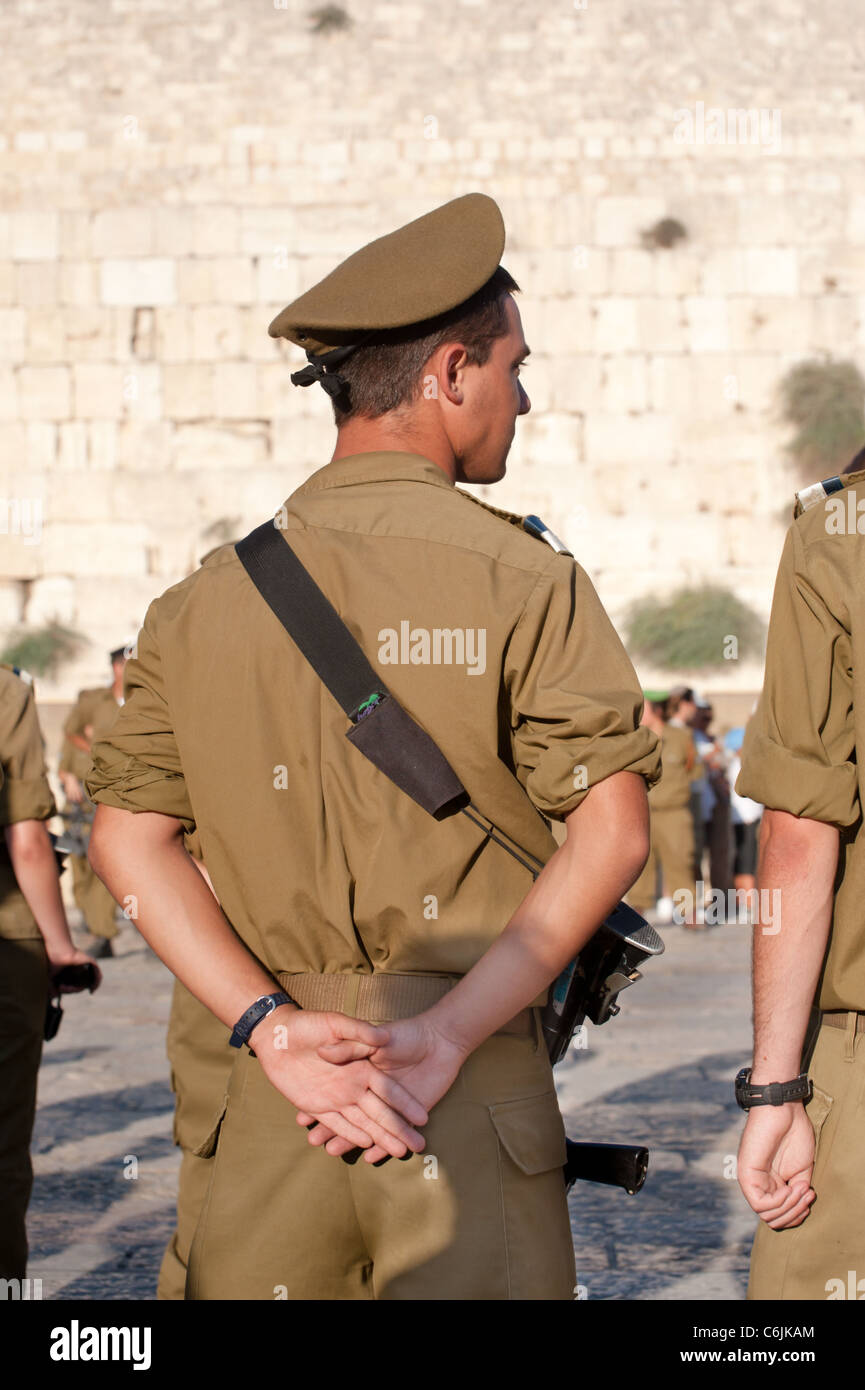 Participants in the Israeli Army's Marva program, which allows young Jews from other countries to receive military - Stock Image