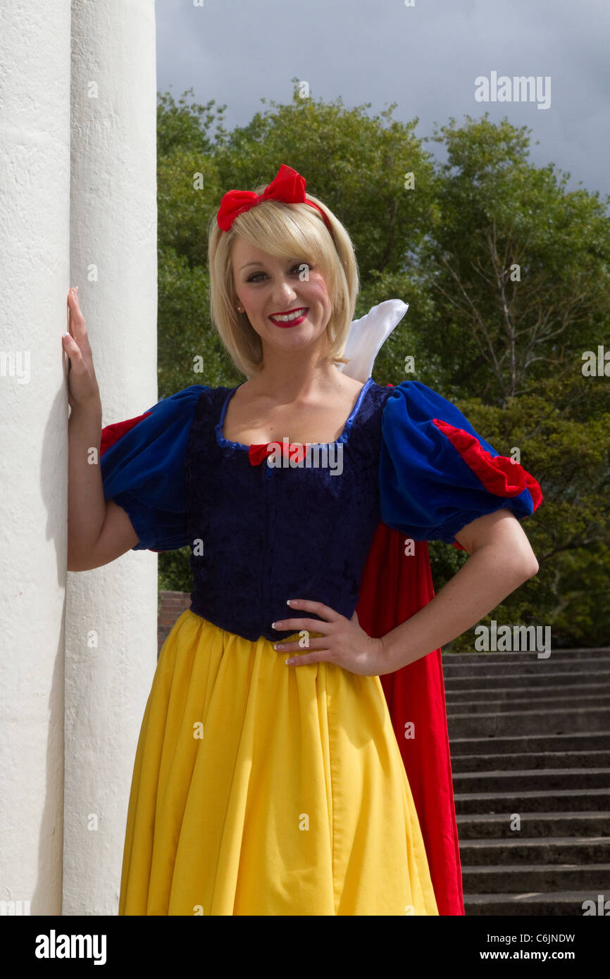 """Jenny Jones, a highly skilled presenter, performer. and actess in the Cast of """"Snow White""""  & the Seven Dwarfs, Stock Photo"""