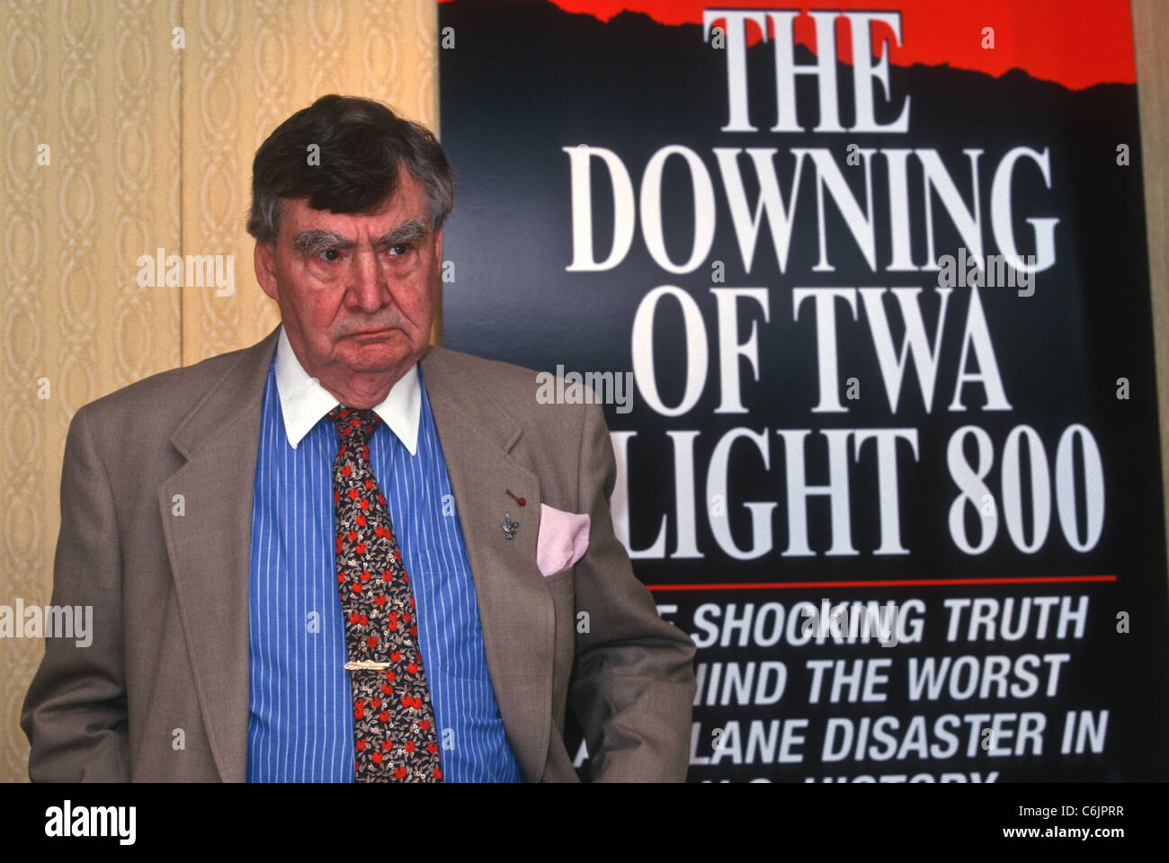 Journalist Pierre Salinger holds a press conference on the conspiracy behind the crash of TWA Flight 800 in Washington, - Stock Image