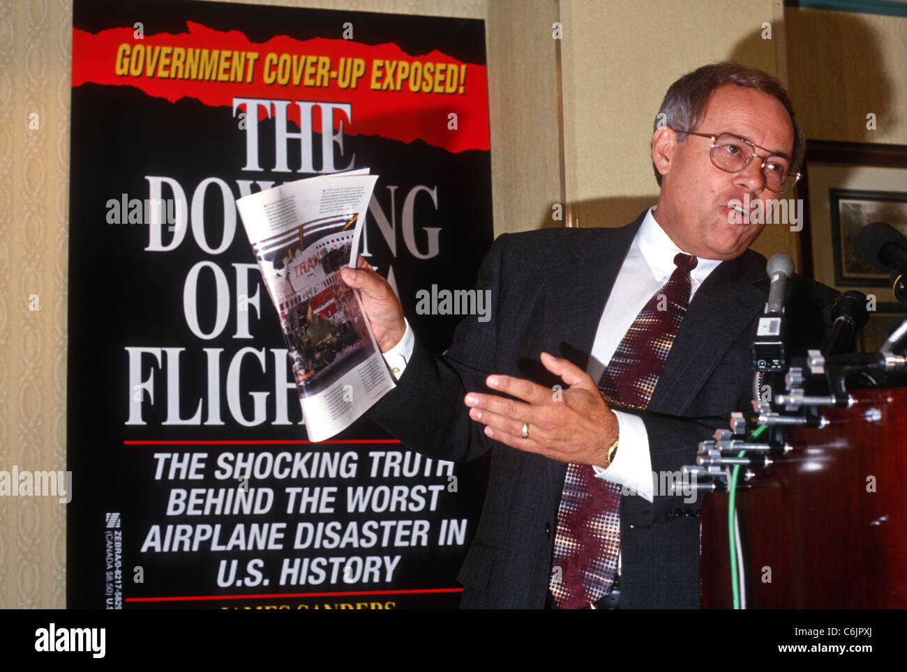 Investigative reporter Jim Sanders holds a press conference on the conspiracy behind the crash of TWA Flight 800 - Stock Image