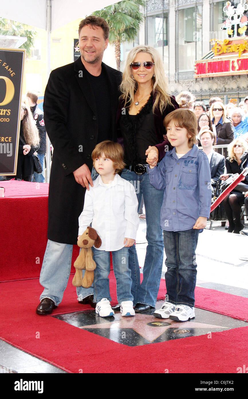 Russell Crowe, wife Da...