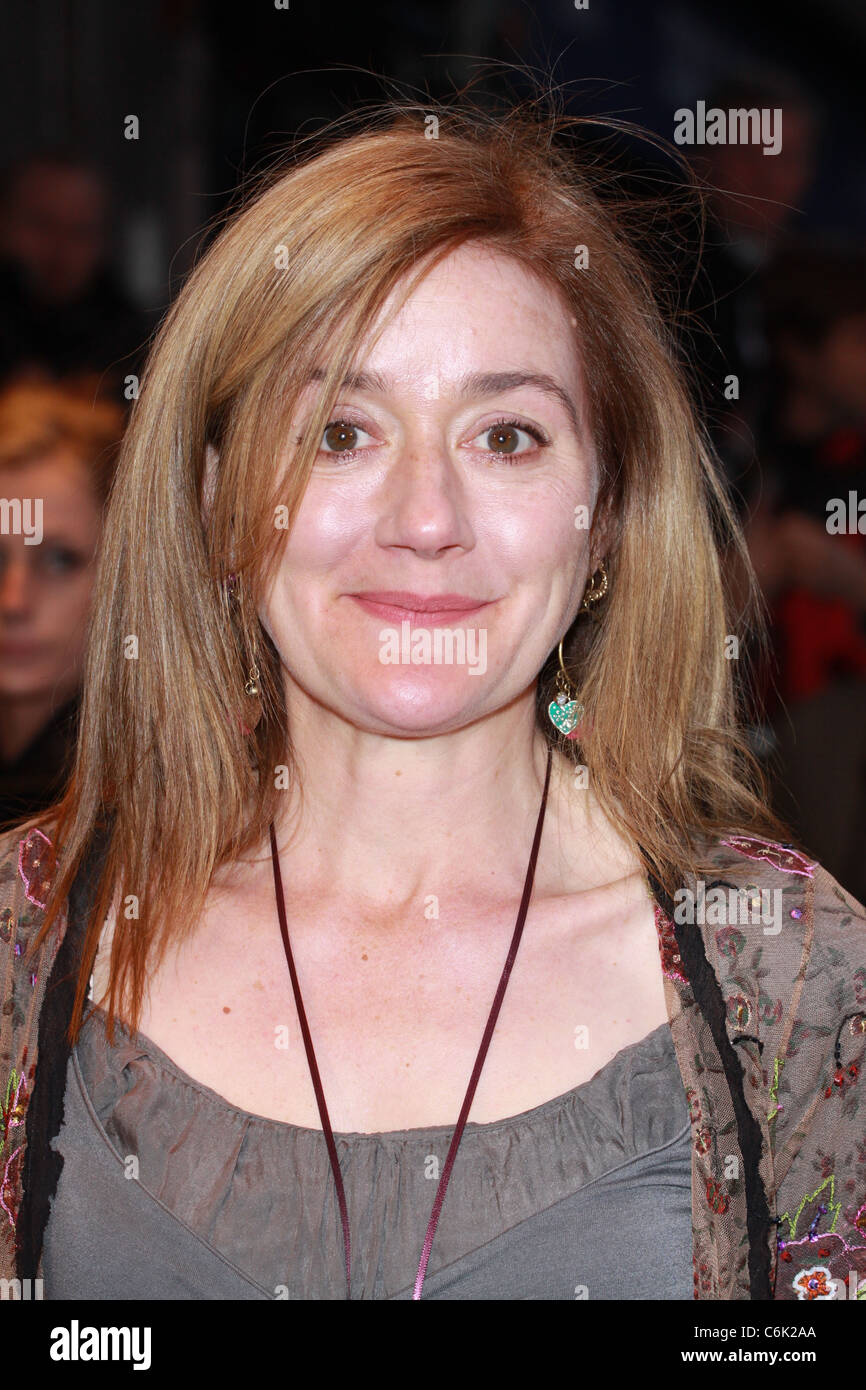 Sophie Thompson Nude Photos 18