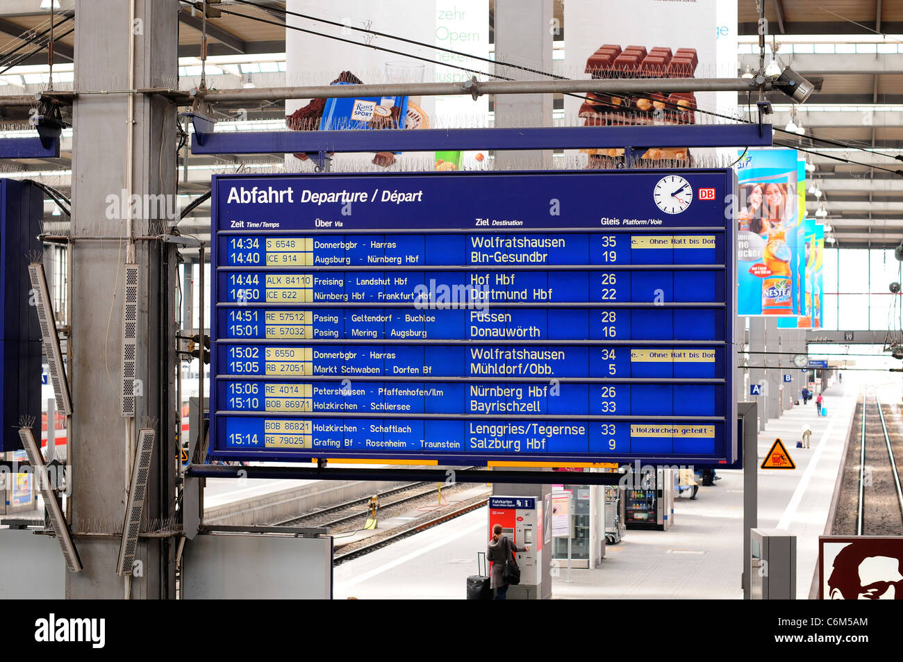 Departures board at München Hauptbahnhof railway station, Munich, Germany - Stock Image