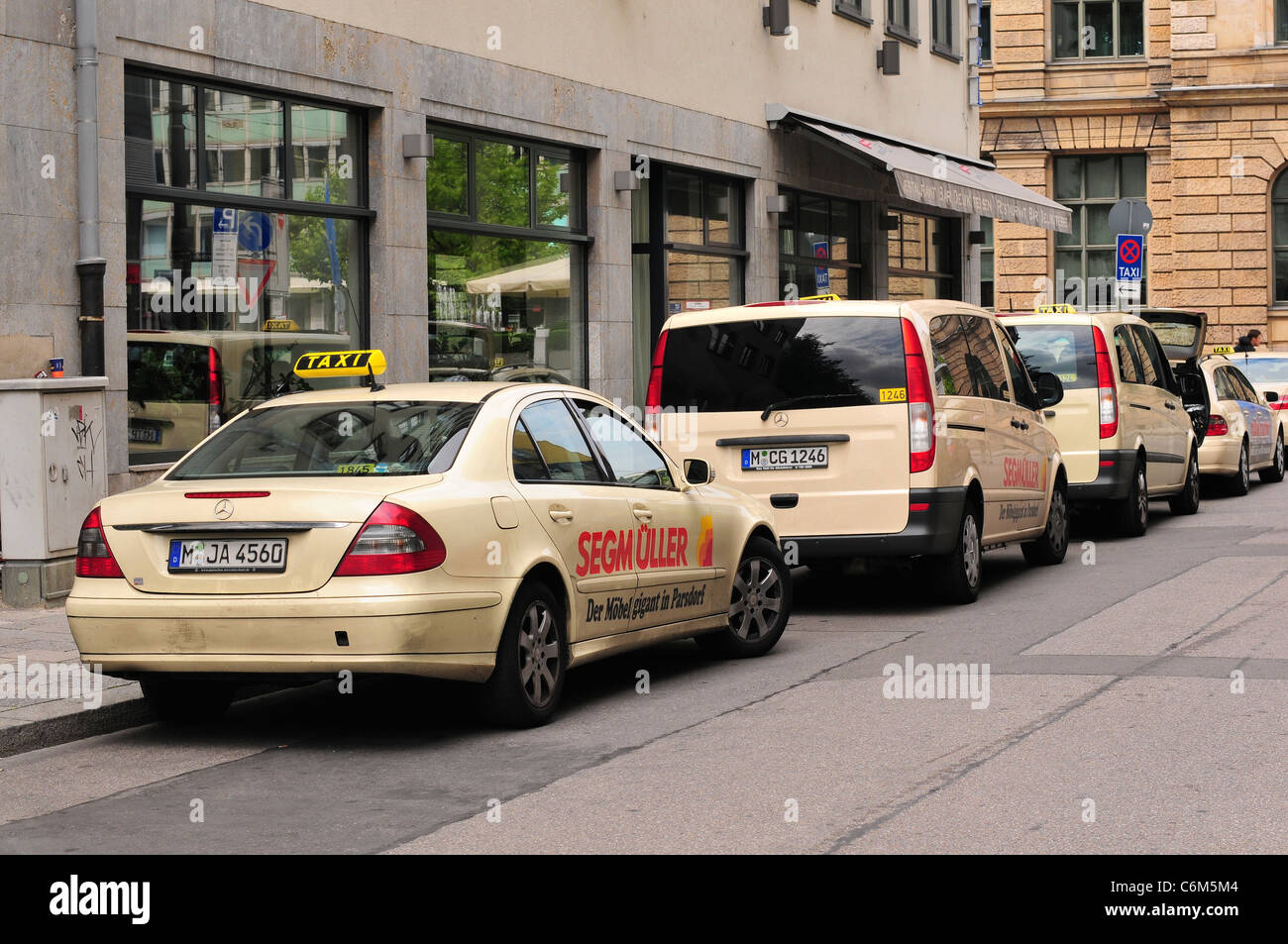 taxis taxi mercedes stock photos taxis taxi mercedes stock images alamy. Black Bedroom Furniture Sets. Home Design Ideas