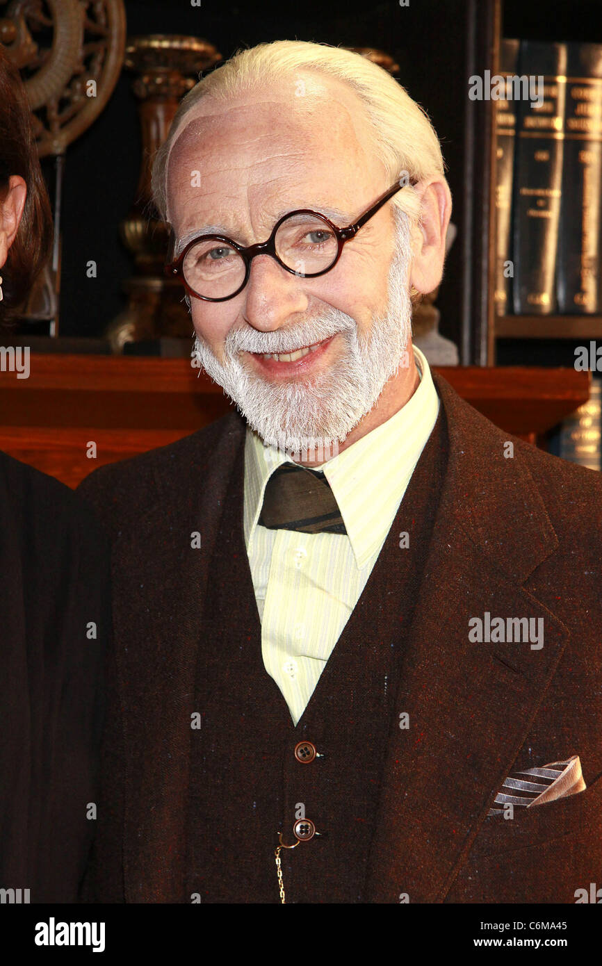Martin Rayner (as Sigmund Freud) Marcia Gay Harden visits the cast of the off-Broadway play 'Freud's Last - Stock Image
