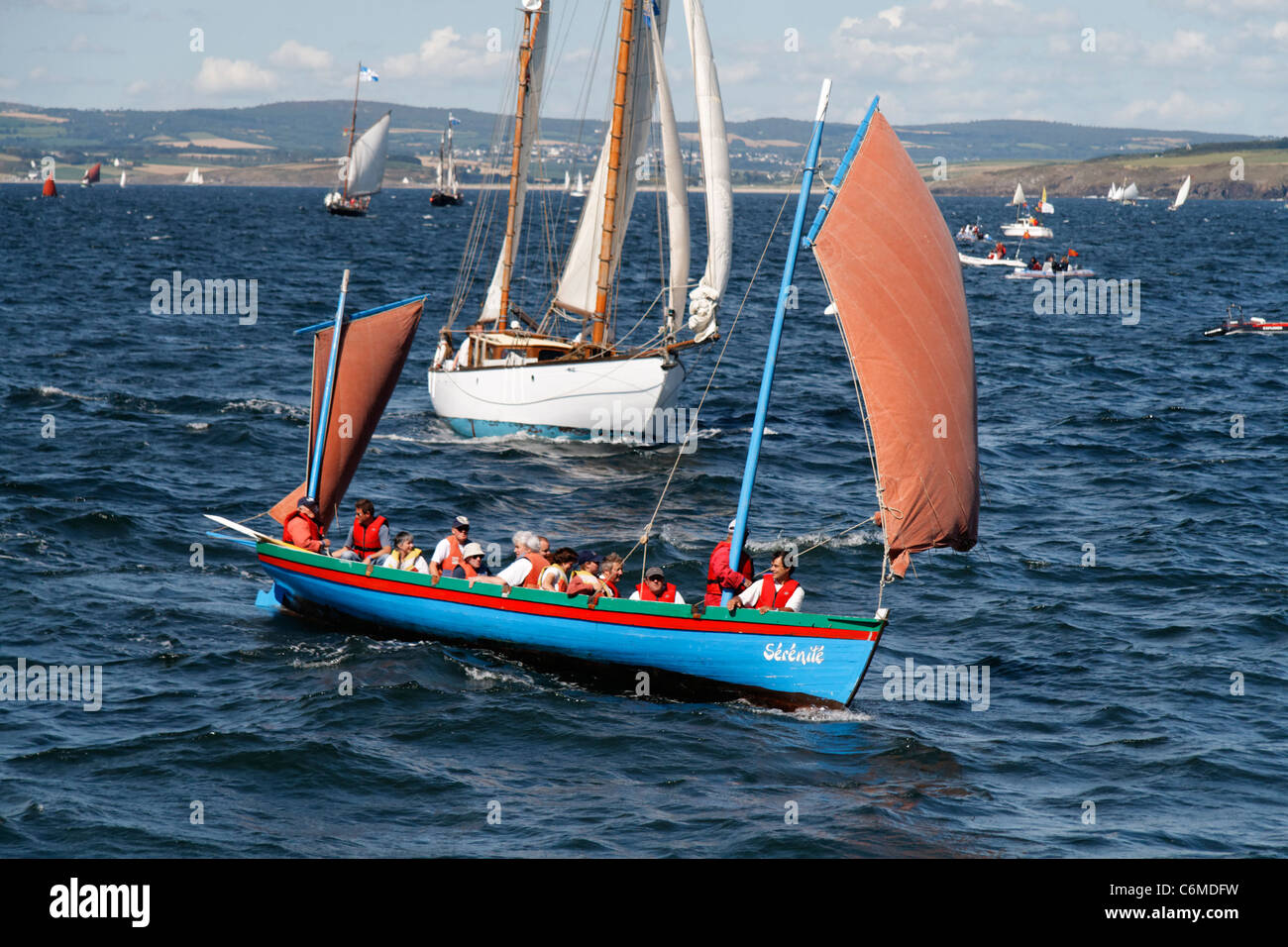 Gig under sail  (Bantry Bay Gig), regatta, bay of Douarnenez, 'Temps Fête'  (Finistère, Brittany, - Stock Image