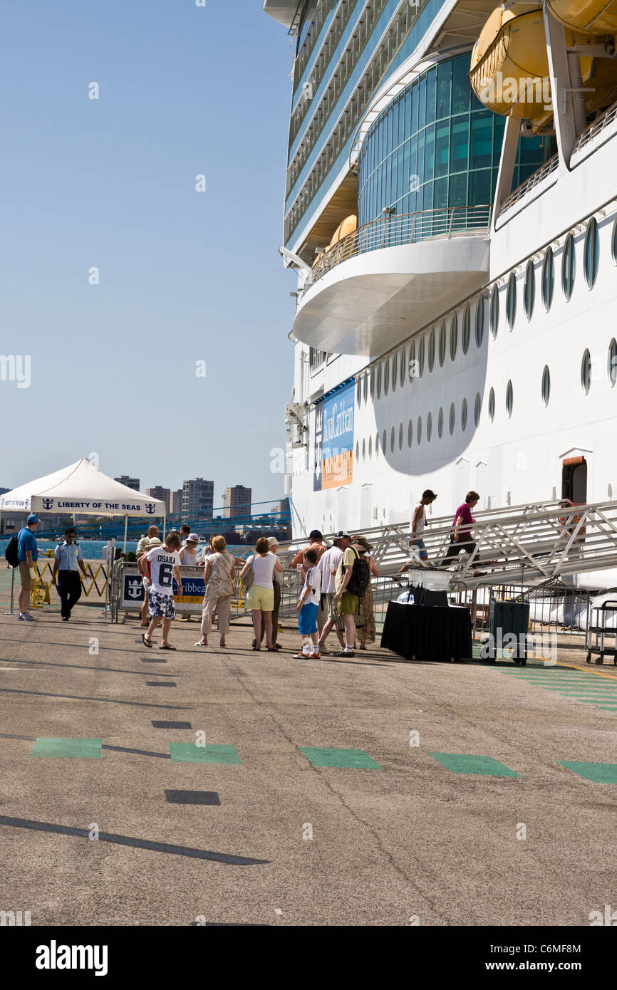 Passengers boarding a Royal Carribean cruise ship - Stock Image