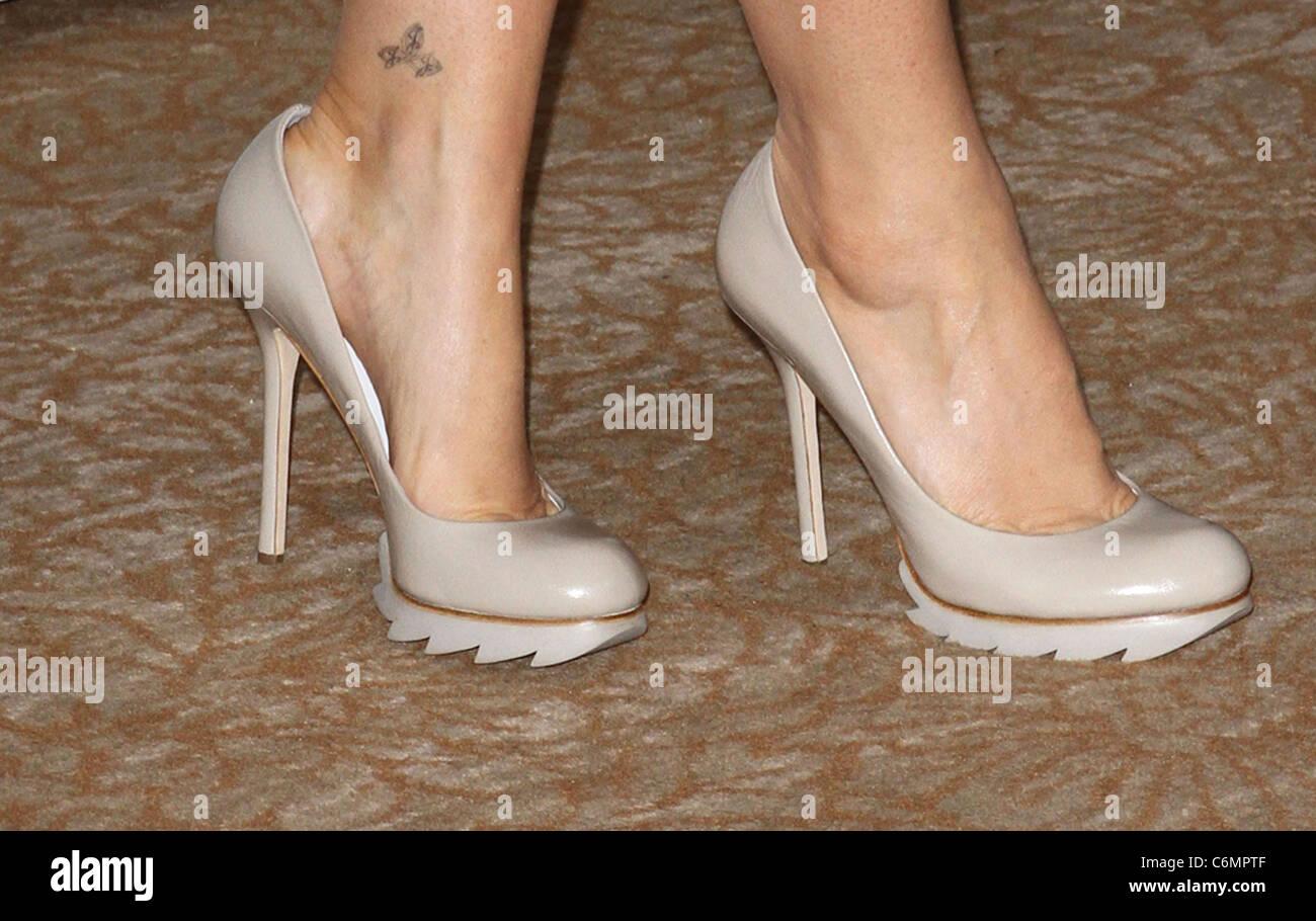Jennifer Finnigan Feet jennifer finnigan disney abc family 2010 summer tca tour