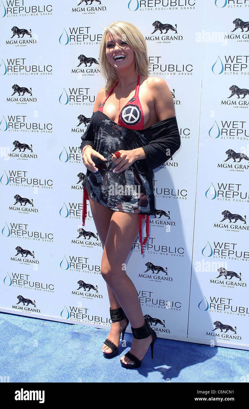 15c766d719ce1 Angel Porrino All-American Holly Madison hosts Wet Republic on 4th of July  at MGM Grand Resort Casino Las Vegas, NV Las vegas,