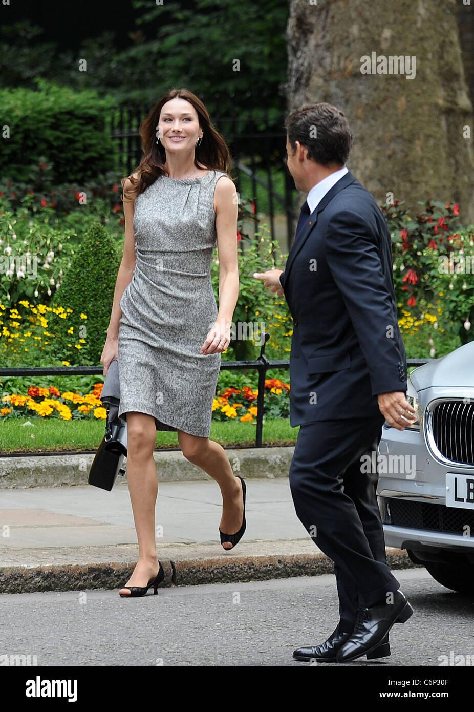 French President Nicolas Sarkozy And His Wife Carla Bruni Sarkozy Stock Photo Alamy
