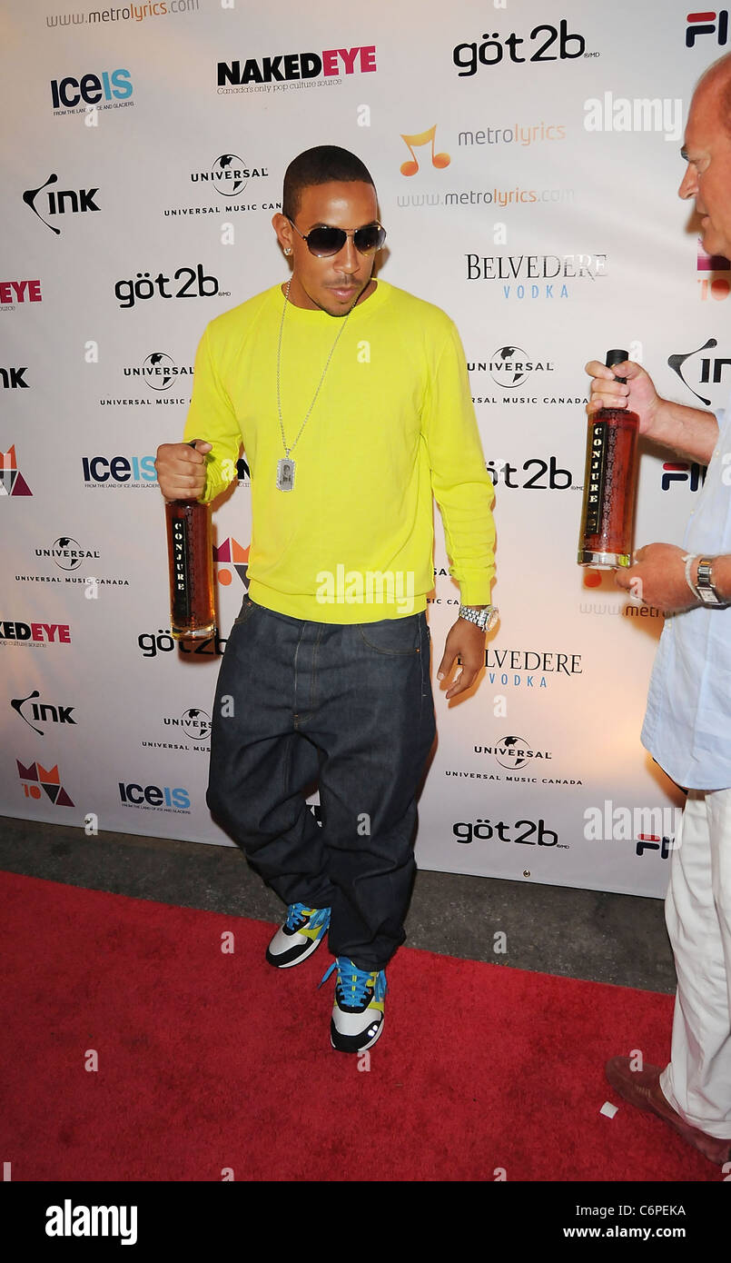 Ludacris carrying Conjure cognac 2010 MuchMusic Video Awards - Afterparty Arrivals Toronto, Canada - 20.06.10 I.Kavanaugh - Stock Image