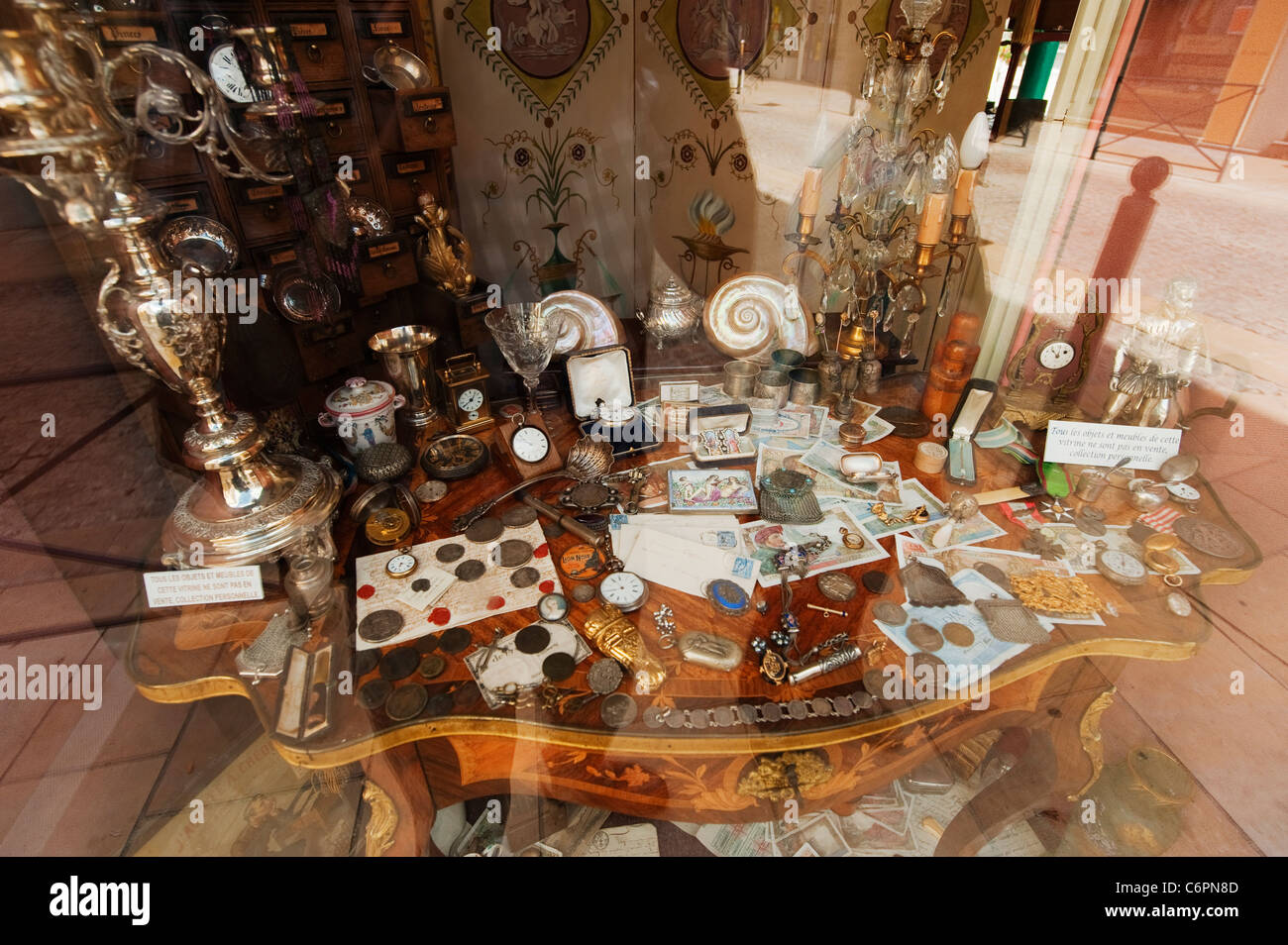 Antique shop window display in Avallon, Burgundy, France - Stock Image