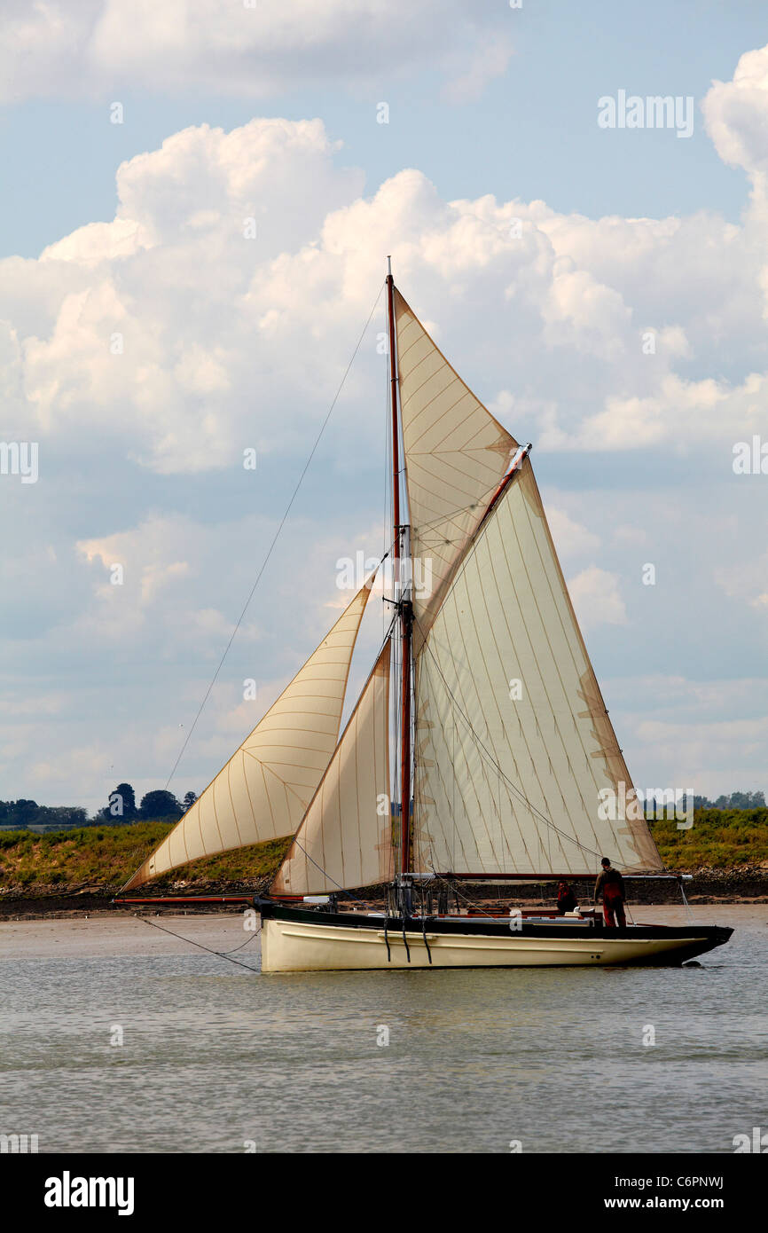 Smack yacht in full sail - Stock Image