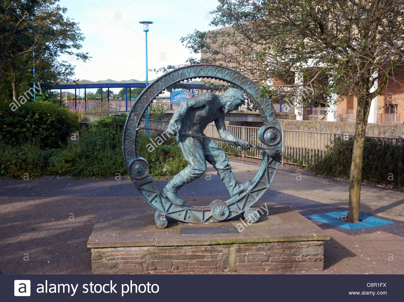 Sebastien Boyesen sculpture of Mortal coil commemorating the steel industry in port talbot south wales - Stock Image