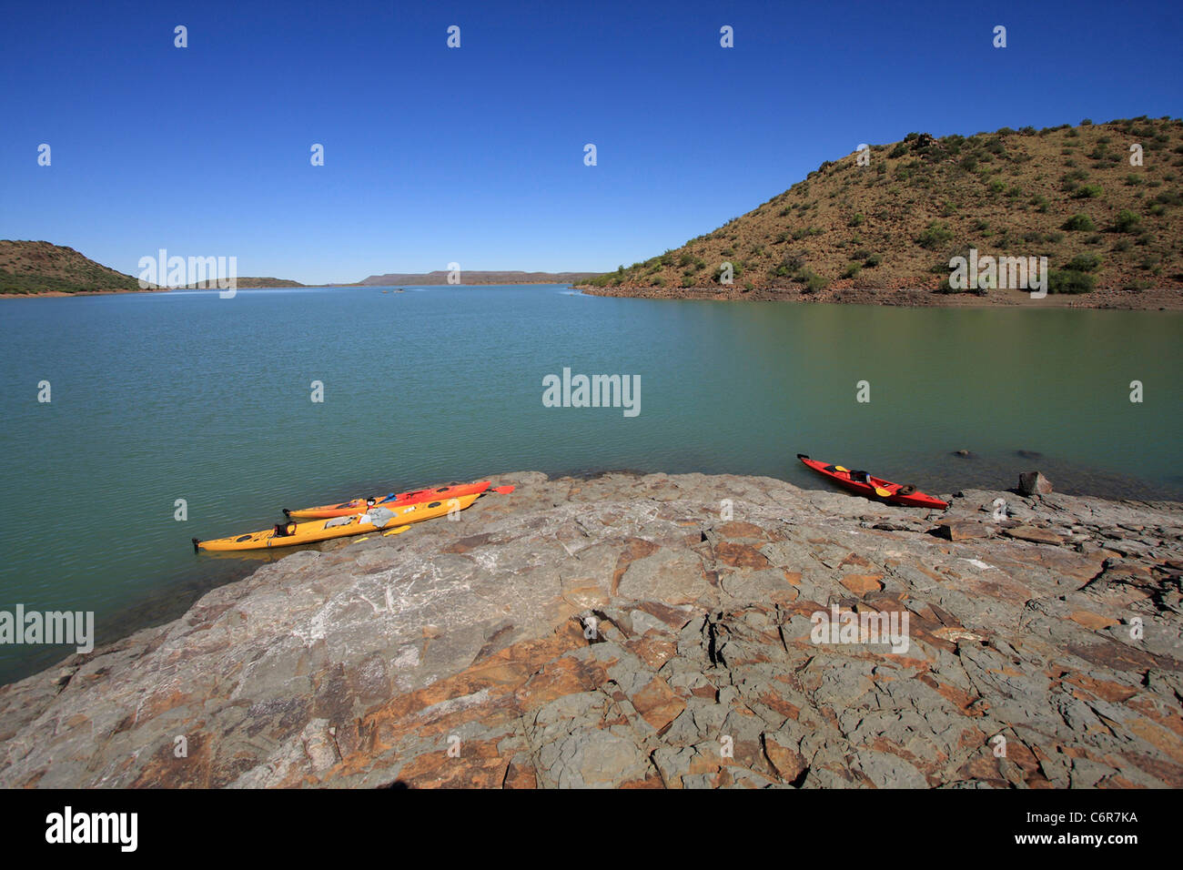 Kayaks on rock island in Van Der Kloof Dam - Stock Image