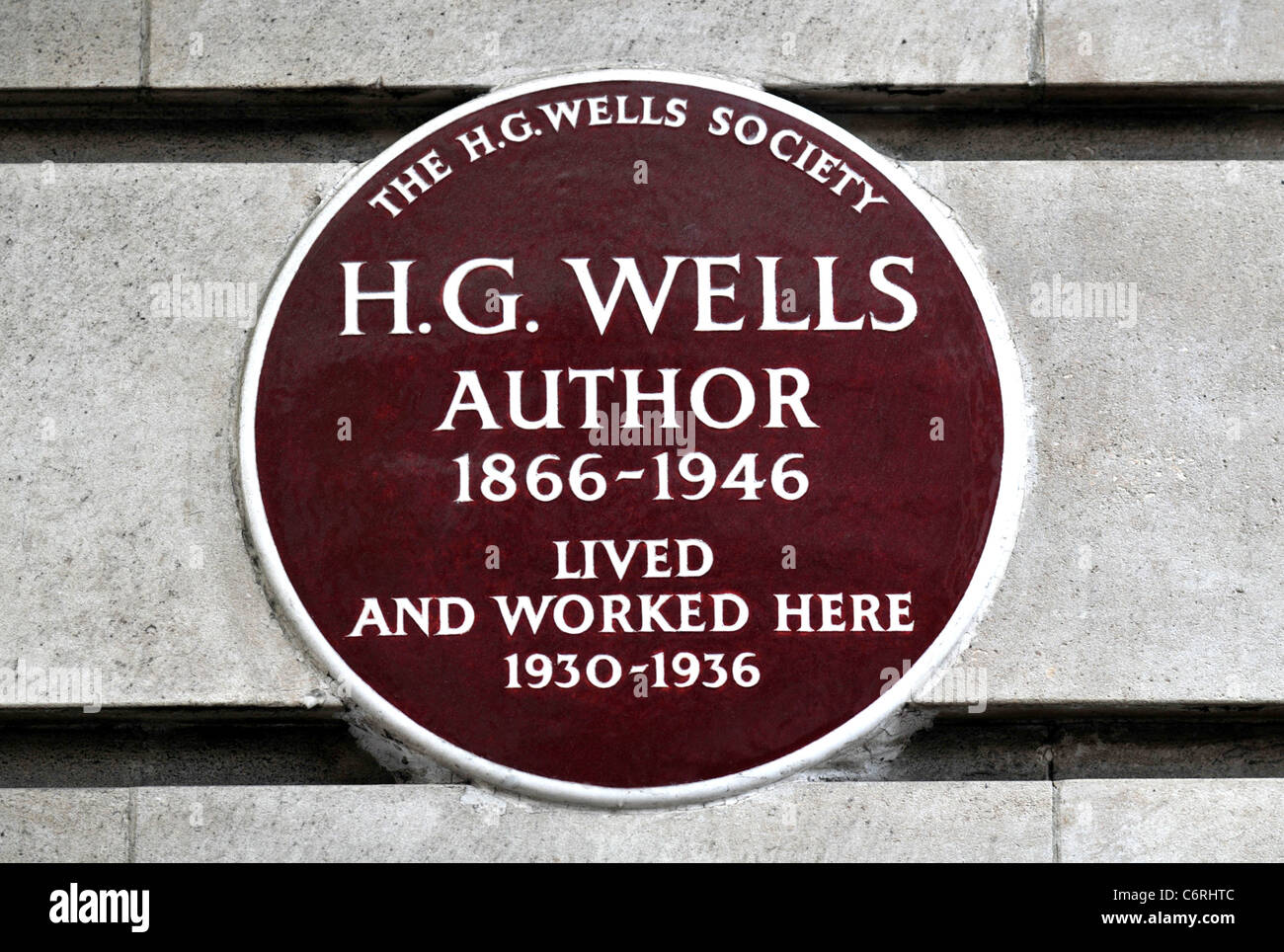 Plaque marking the place where the Author H G Wells lived and worked in Baker Street, London, Britain, UK - Stock Image