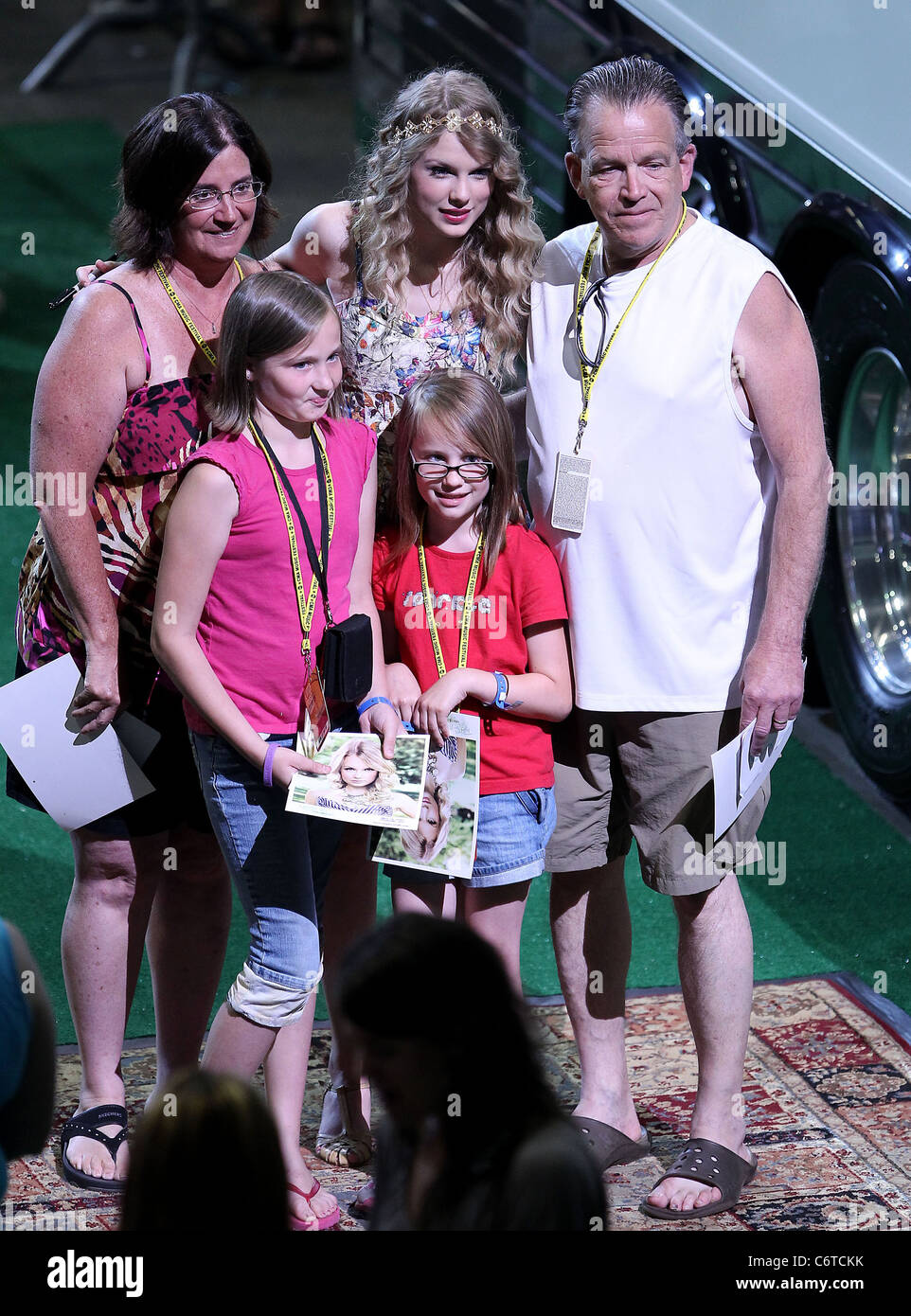 Taylor Swift Has A 13 Hour Meet Greet With Fans At The Bridgestone
