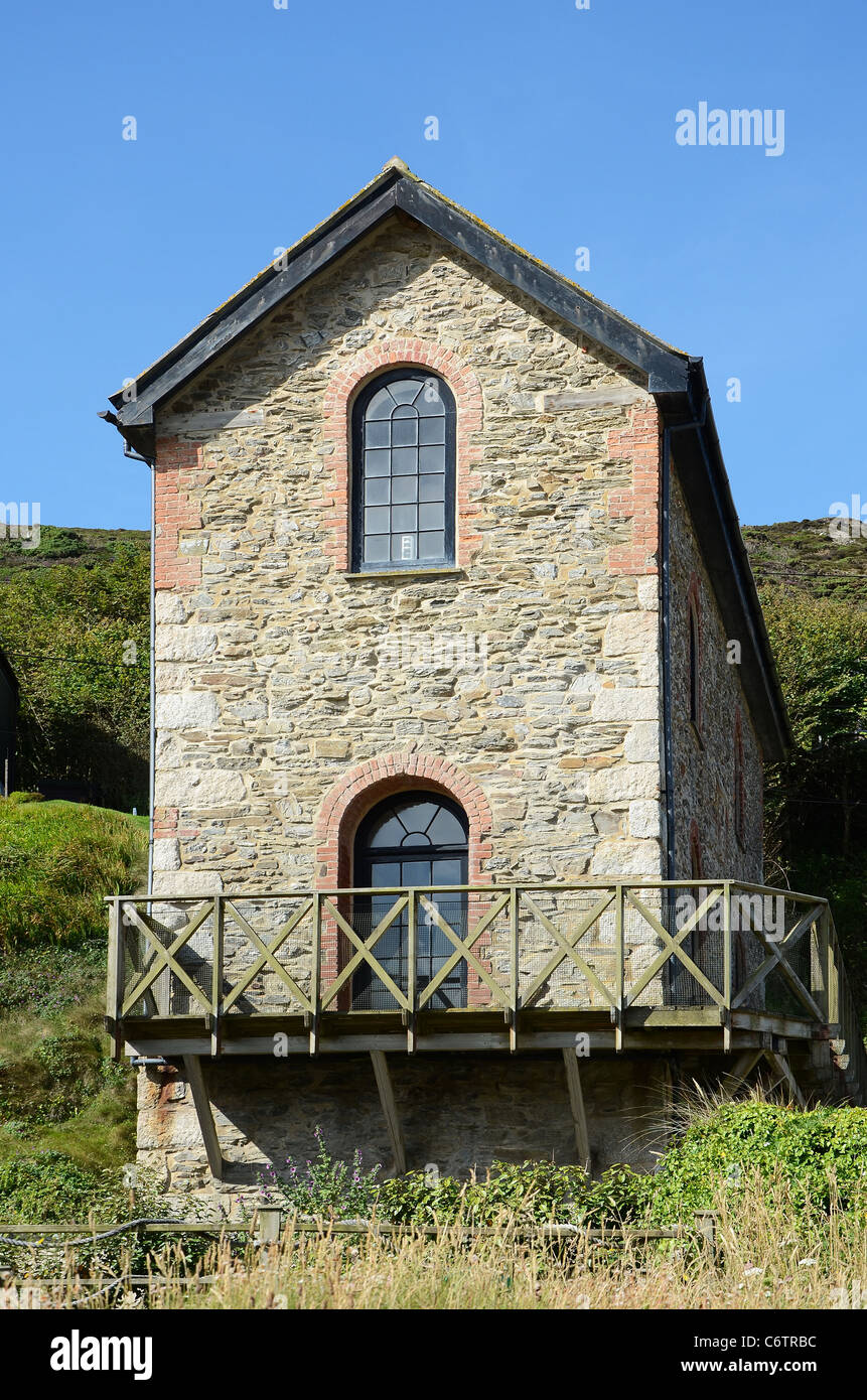 An old tin mine engine house that has been converted to a home in Porthtowan, Cornwall, UK - Stock Image
